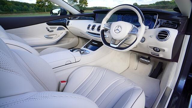 Contoh Interior Mobil Mercedes-Benz, Kursi Putih Setir Kanan Atab Terbuka via Pixabay